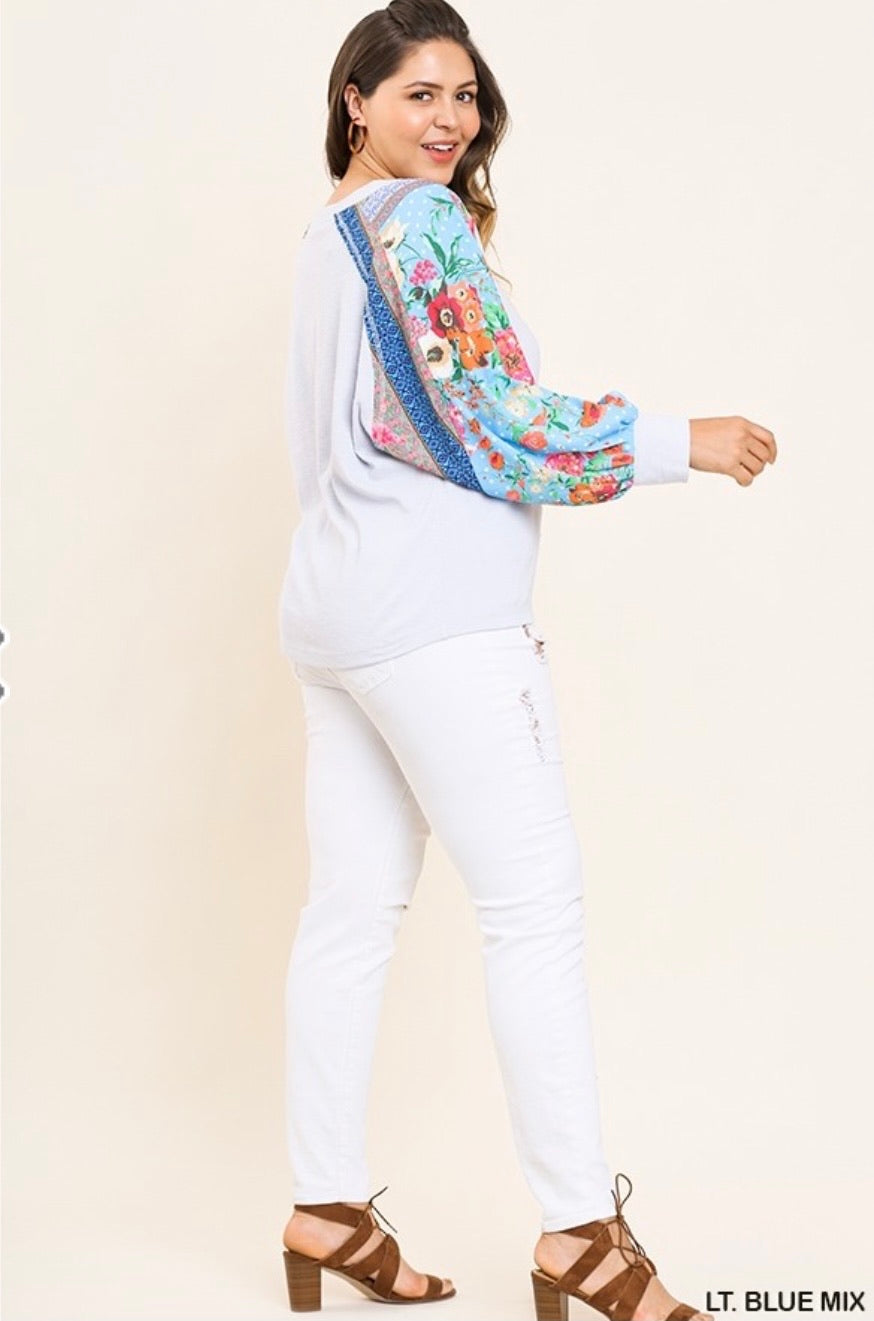 Misses & Curvy: Umgee Blue Floral Mix Puff Sleeved Top