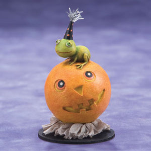 Frog on Pumpkin Figure 16173