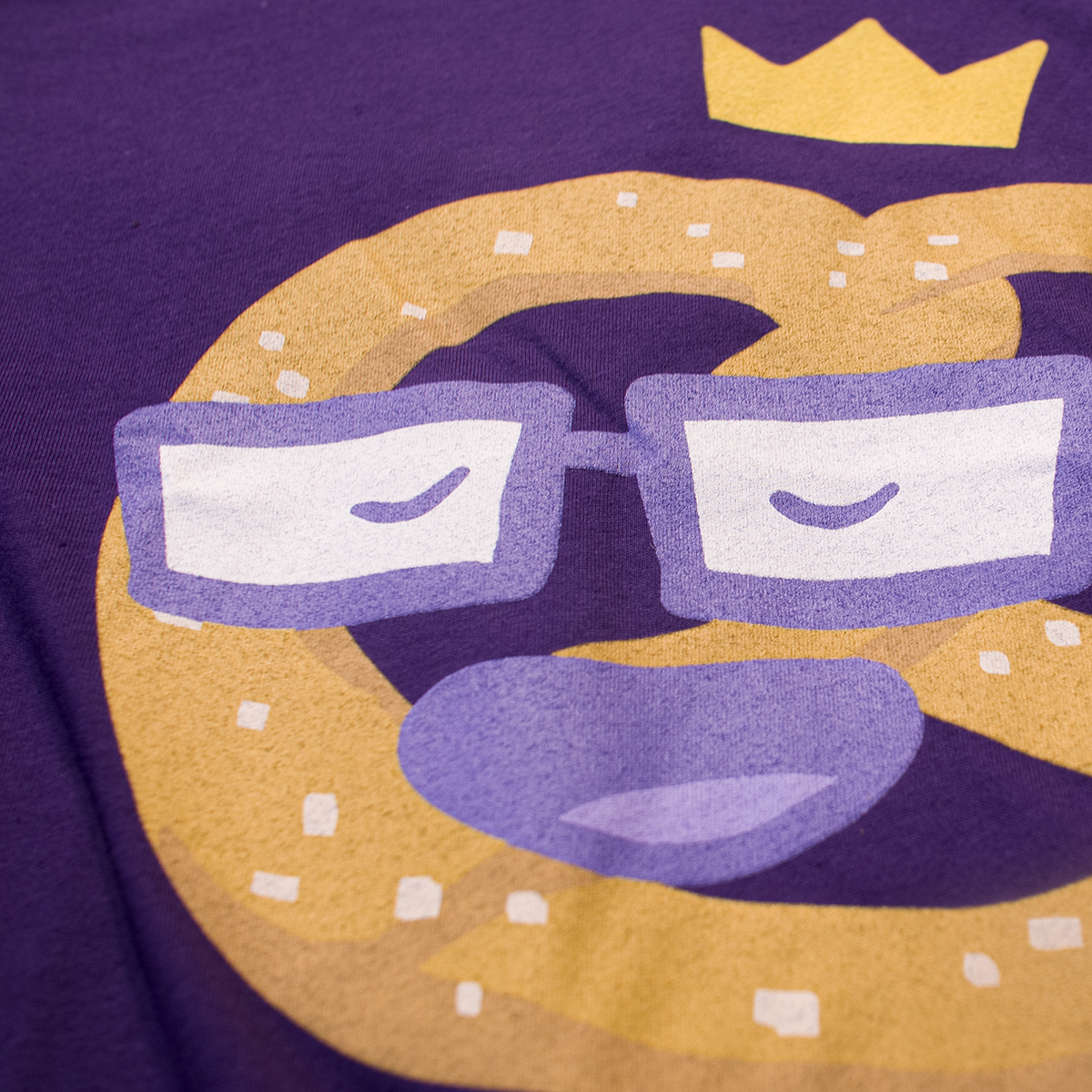 Royal Pretzel - T Shirt