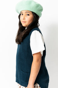 NAVY SLEEVELESS SWEATER