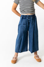 PLEATED WIDE LEG JEANS