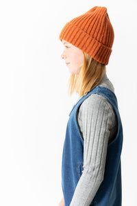 RUST RIBBED BEANIE