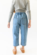 LIGHT PLEATED JEANS