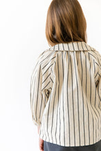 STRIPED KEYHOLE BLOUSE