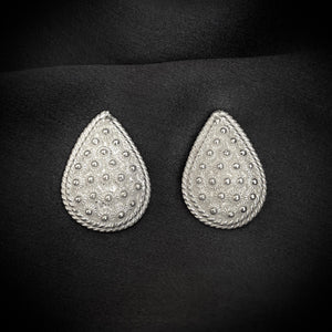 Blanc • Classic Phikoun Teardrop Stud Earrings