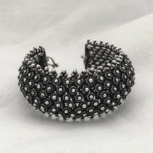 Noir • The Grand Queen Bracelet