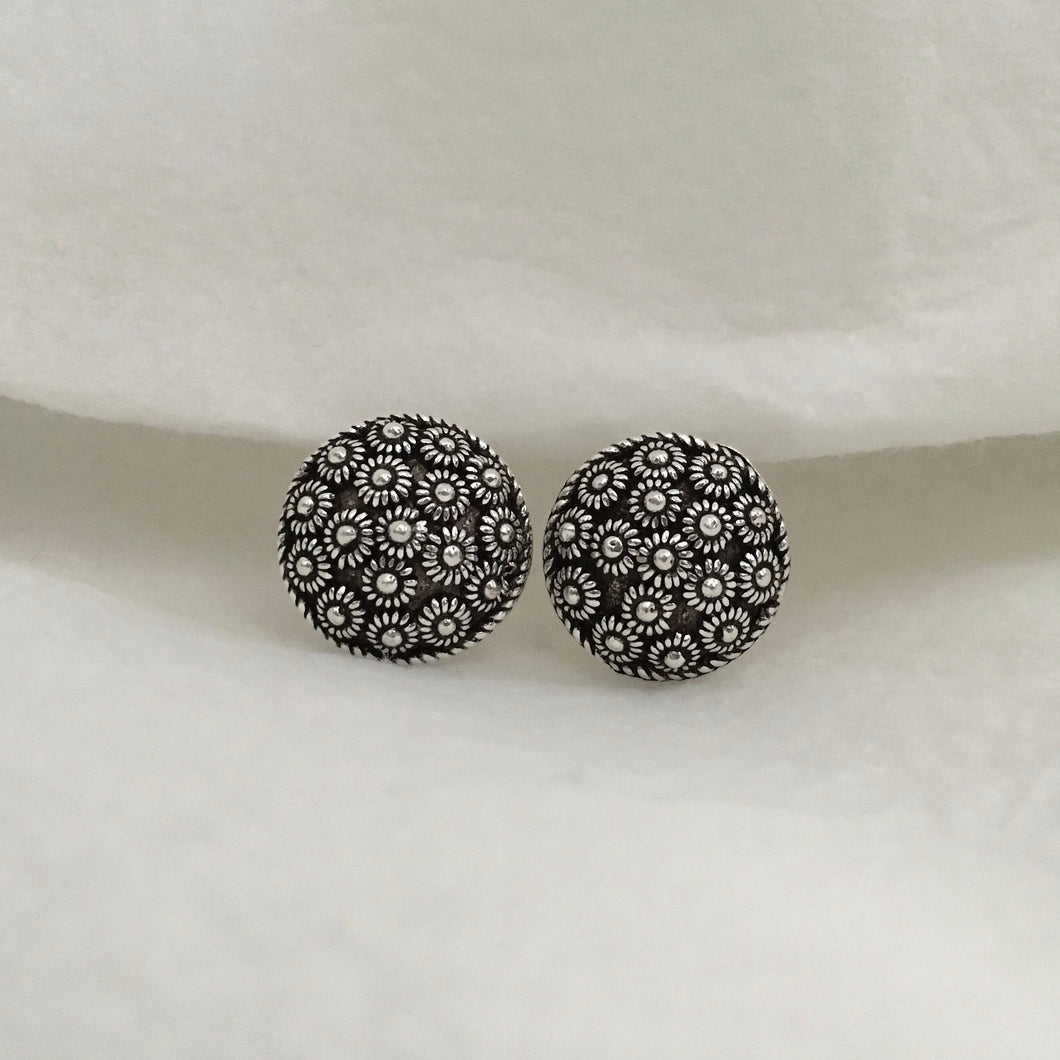Noir • Classic Phikoun Stud Earrings