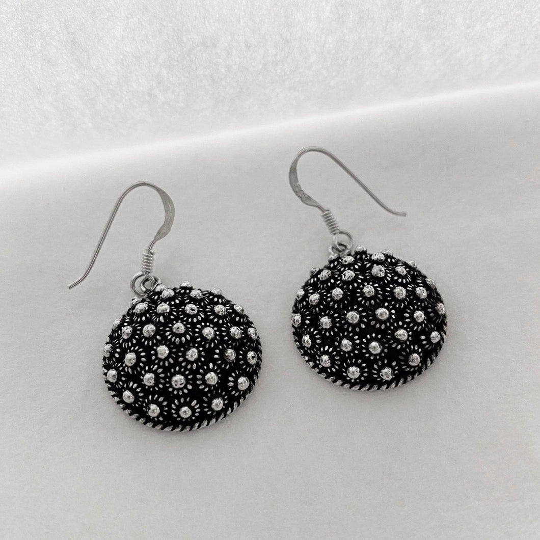 Noir • Classic Phikoun Queen Earrings