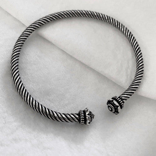 Noir • Classic Phikoun Twist Bangle