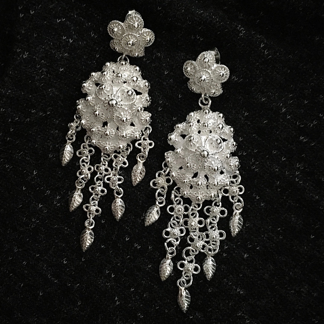 Blanc • Classic Phikoun Queen Dangly Earrings in Large