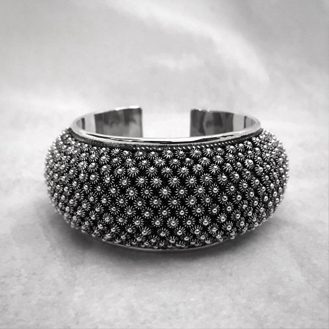 Noir • Classic Phikoun Queen Cuff in Large