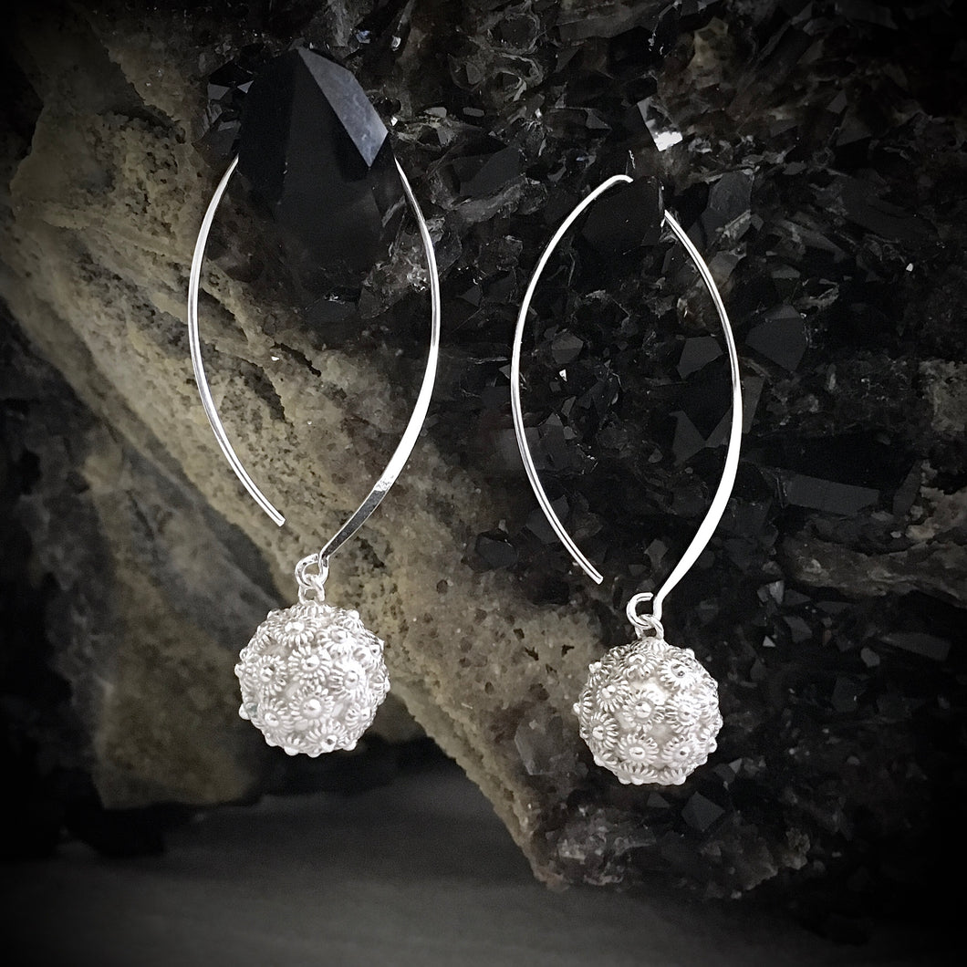 Blanc • Classic Dok Phikoun Drop Earrings in Large
