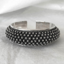 Noir • Classic Phikoun Queen Cuff in Small