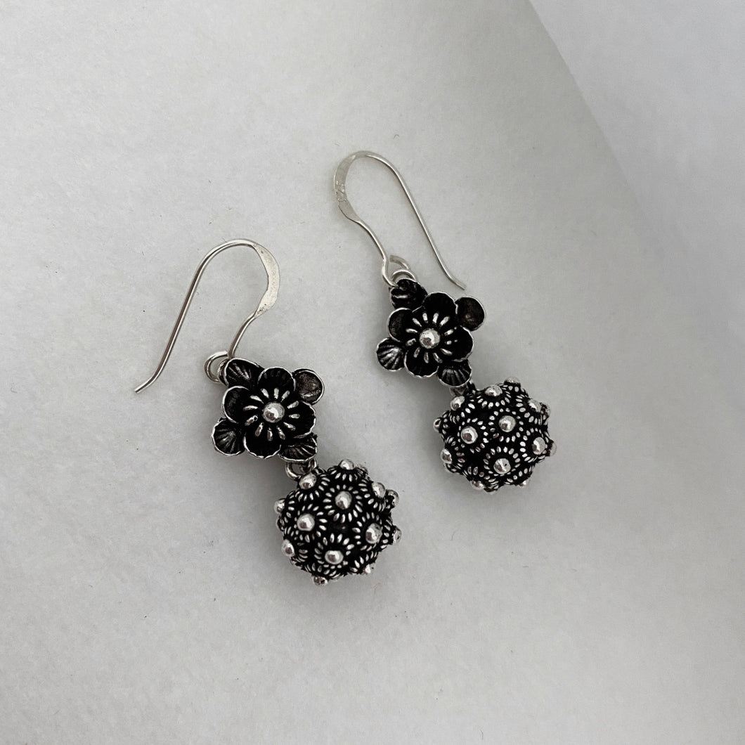 Noir • Classic Phikoun Luna Earrings