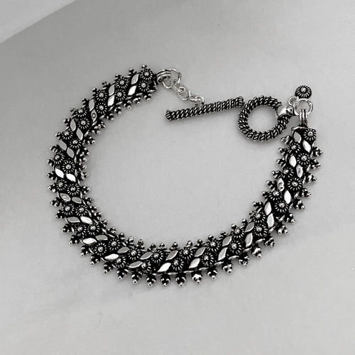 Noir • Classic Naga Bracelet w/ Leaf Accent in Medium