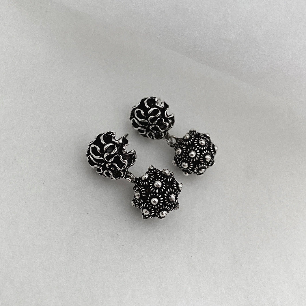 Noir • Classic Phikoun Dianthus Ball Stud Earrings