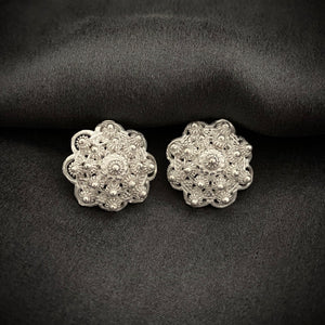 Blanc • Classic Phikoun Queen Stud Earrings