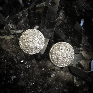 Blanc • Classic Phikoun Stud Earrings