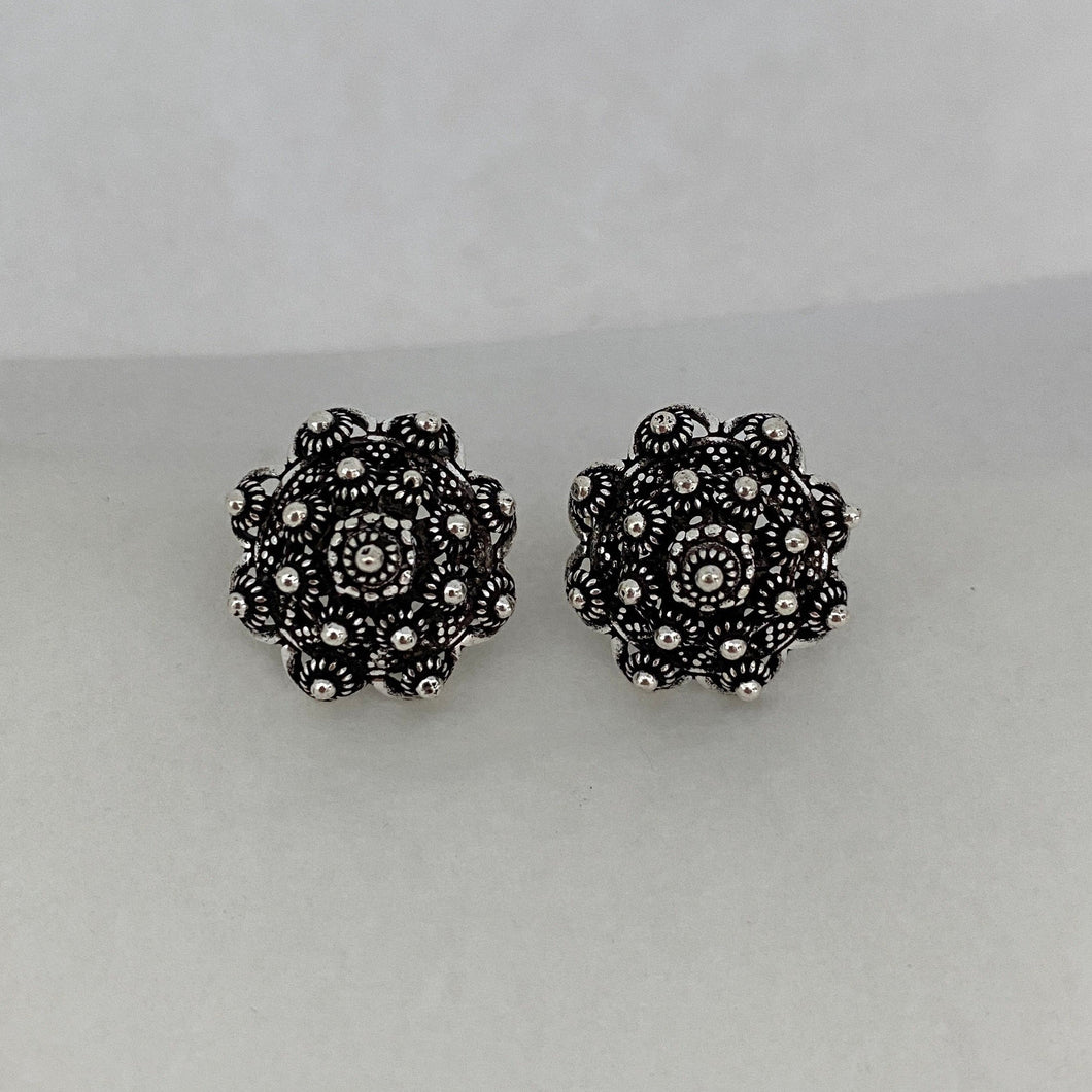 Noir • Classic Phikoun Queen Stud Earrings