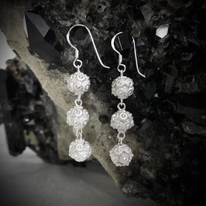 Blanc • Classic Phikoun Triple Ball Drop Earrings