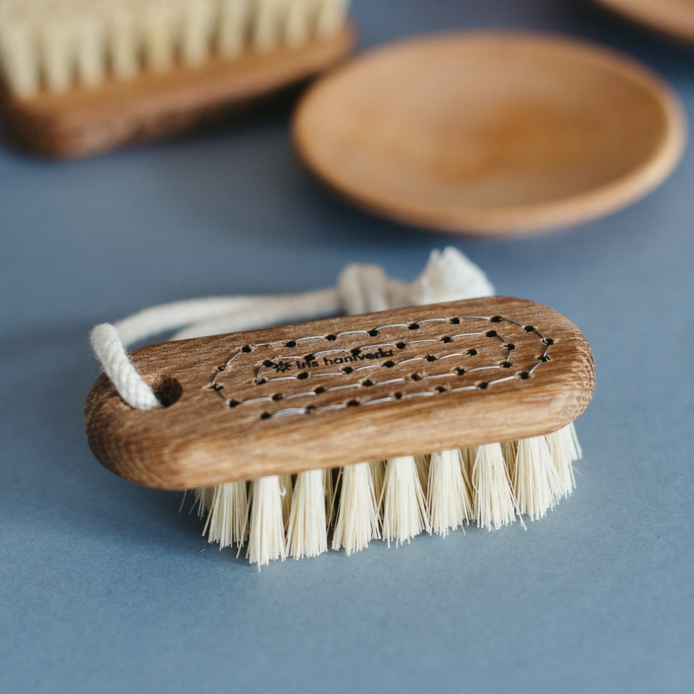 Iris Hantverk, Lovisa nail brush oiled oak, natural fibre, handmade in Sweden