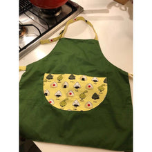 Load image into Gallery viewer, 台灣手工兒童工作服  Handmade kid's adjustable working apron with printed cartoon pocket -綠色小飯糰 (免運) - glorias-bookstore