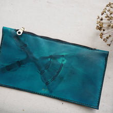 HUE - Tie dye Leather Zip Purse