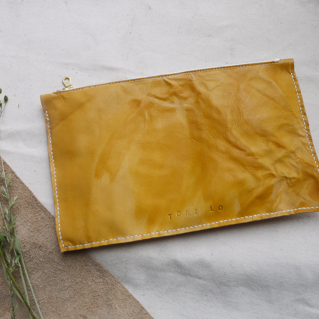 HUE MID - Tie dye zip clutch Bag