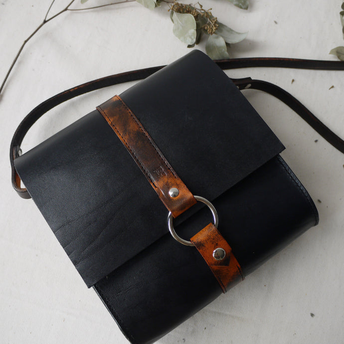 JASPER - Leather satchel with ring detail