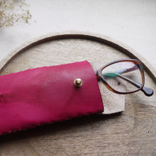 MAUDE II - Tie dye glasses case with fastening