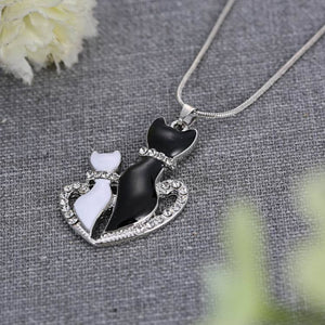 Enamel Metal Black White Couple Cat Necklace Women Animal Necklace Pendant Lovers Gift Heart Mom And Kids Mother Gift Jewelry