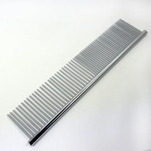 The Hairdressing Comb Is Simple And The Pet Dog Comb Is Combed And Combed With A Comb