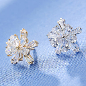 5 Pedals Flower Shape Zircon Sweater Clip (1 pcs)