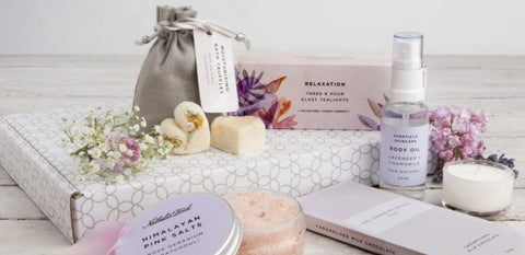 Blooming tea subscriptiom box with organic products