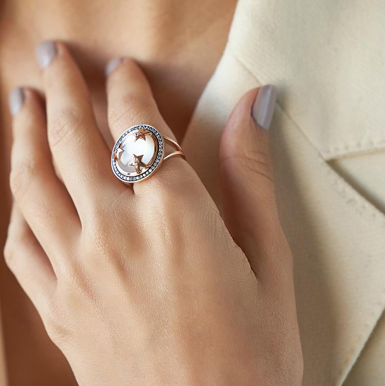 ASTRID RING WHITE MOTHER OF PEARL