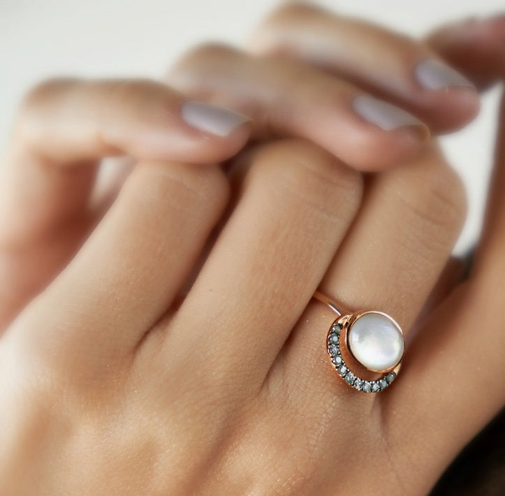 LALUNA RING WHITE MOTHER OF PEARL