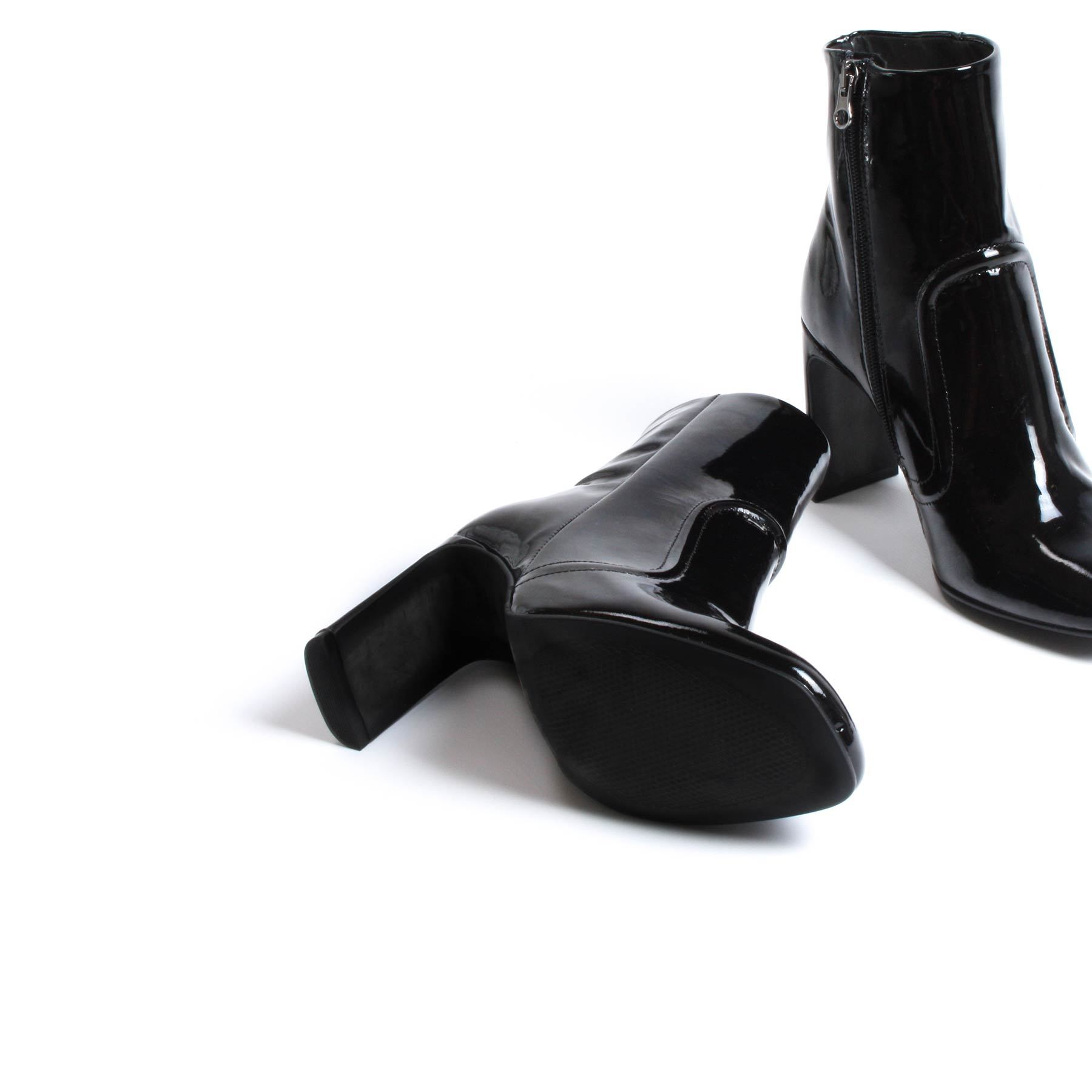 Cienega Black Patent Leather