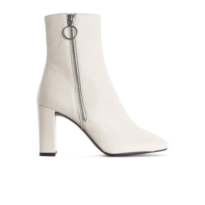 Kastoria White Leather Ankle Boots