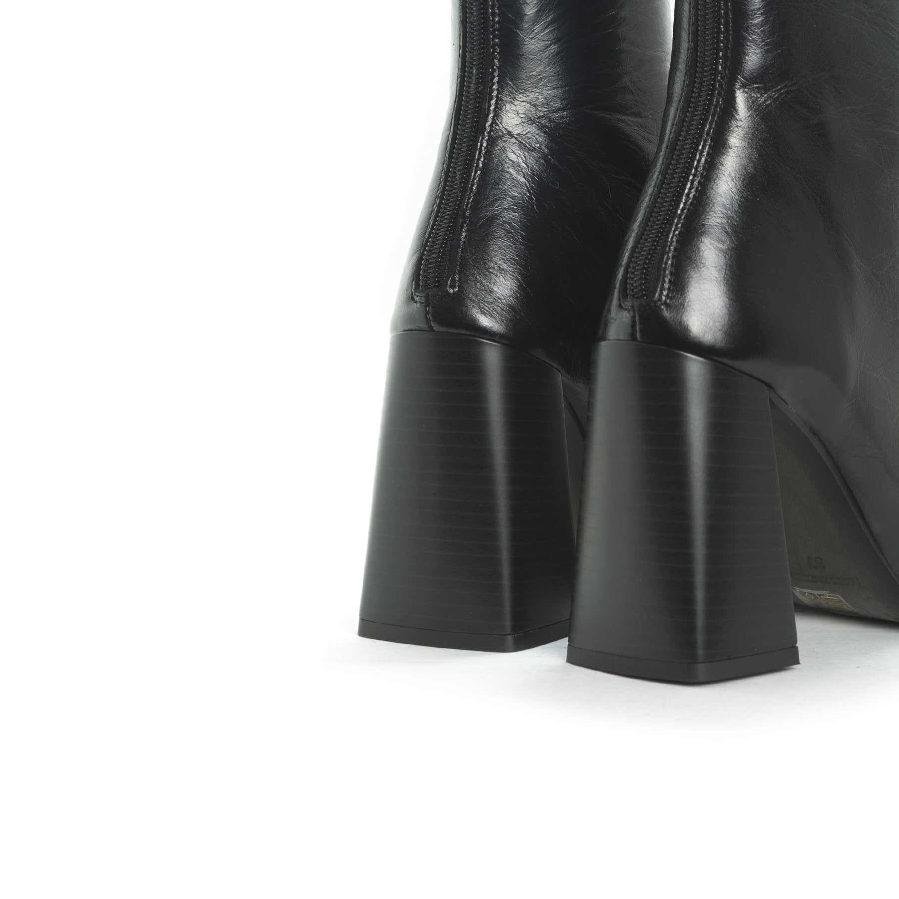 Sorrento Black Leather