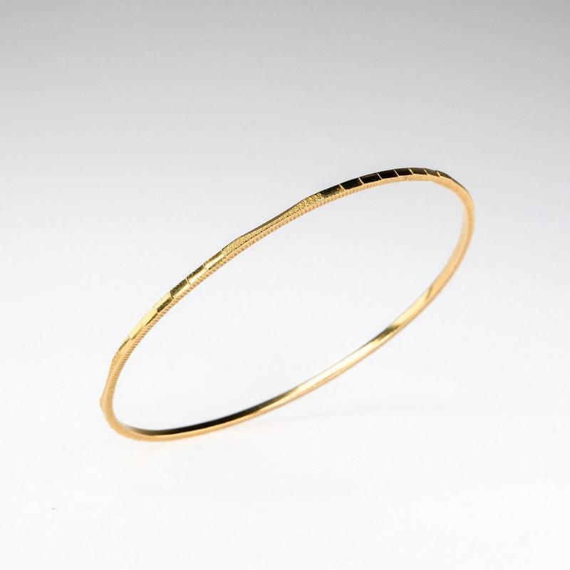 "22K Yellow Gold 1.8mm Wide Etched & Fluted Edge 8"" Bangle Bracelet - 10.7 grams Bracelets Oaks Jewelry"