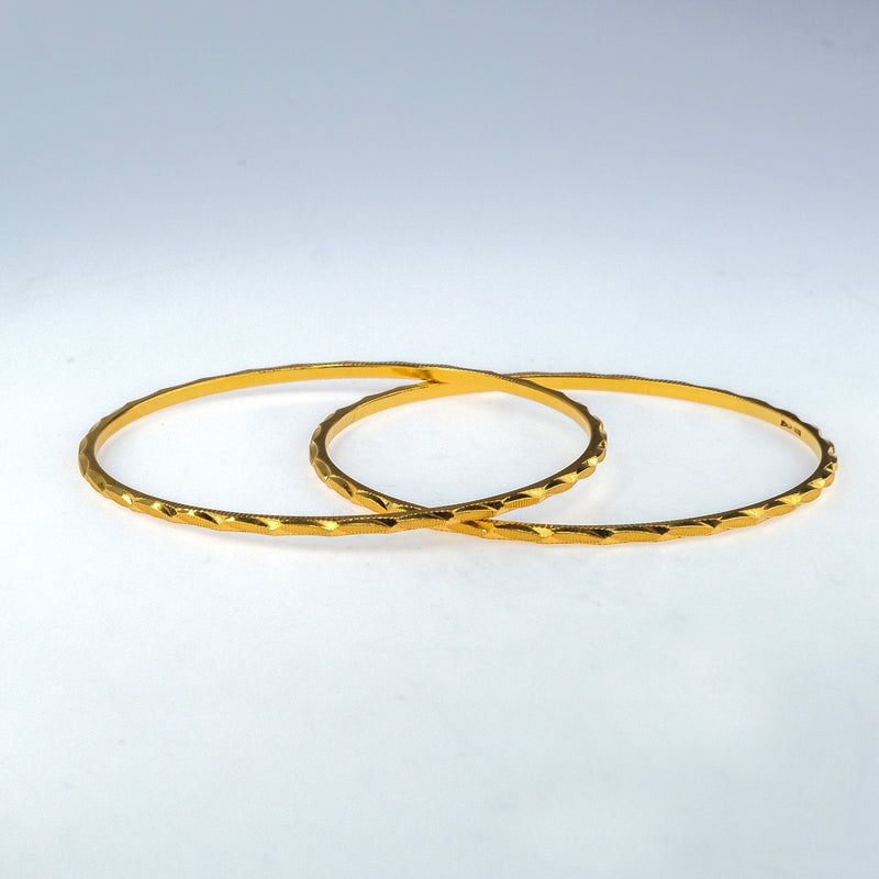"22K Yellow Gold 2mm Wide Diamond Cut & Fluted Edge 7"" Round Bangle Bracelet Bracelets Oaks Jewelry"