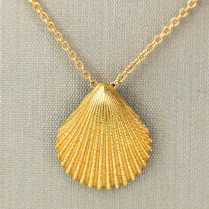 "Tiffany & Co. Scallop Shell Pendant on 18"" Cable Chain in 18K Yellow Gold Pendants with Chains Tiffany & Co."