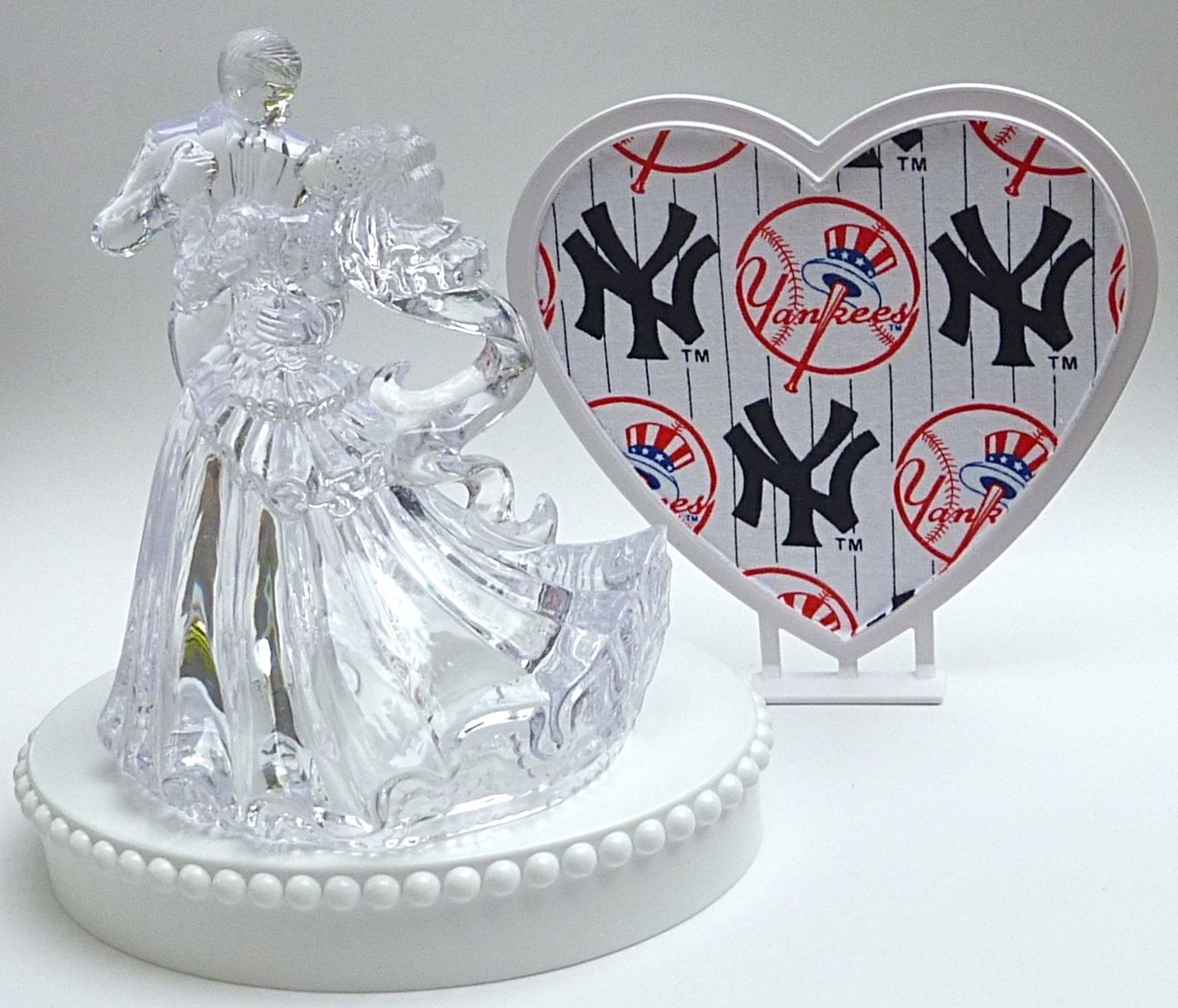 Yankees wedding cake topper FunWeddingThings.com New York baseball fans NY