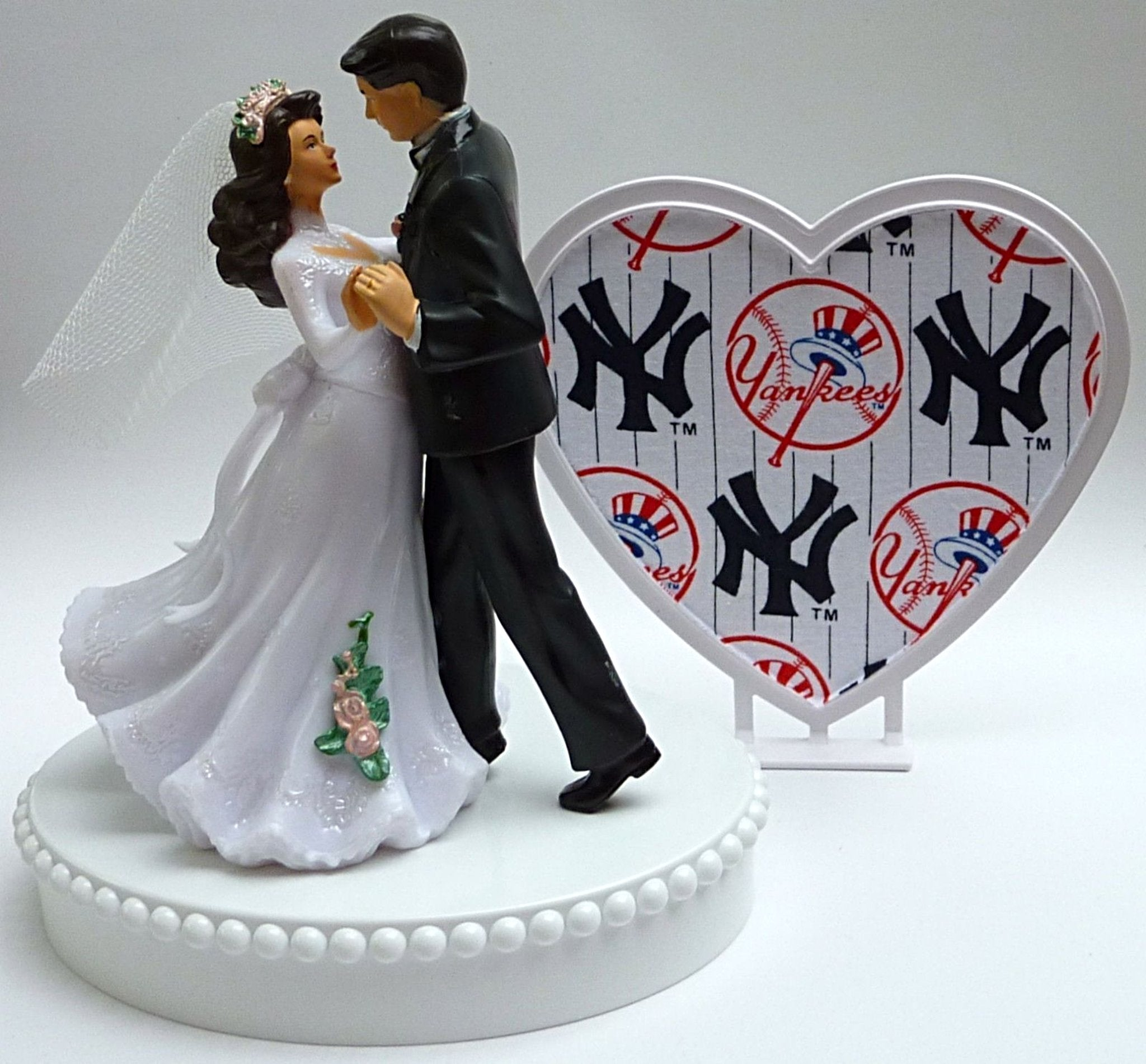 NY Yankees cake topper wedding New York baseball fans sports Fun Wedding Things bride groom dancing pretty heart