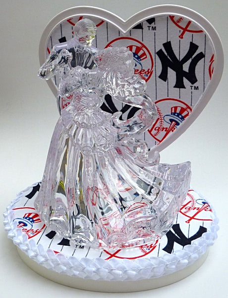 New York Yankees groom's cake top baseball Fun Wedding Things sports fans NY