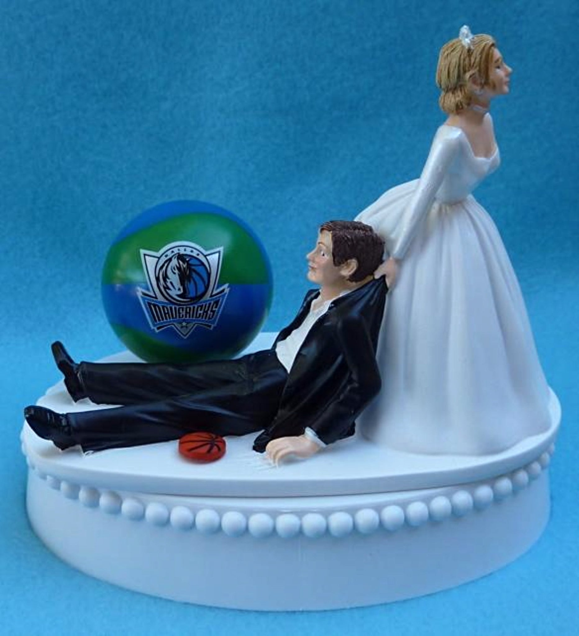 Dallas Mavericks wedding cake topper NBA basketball sports fans fun Mavs bride dragging groom humorous funny
