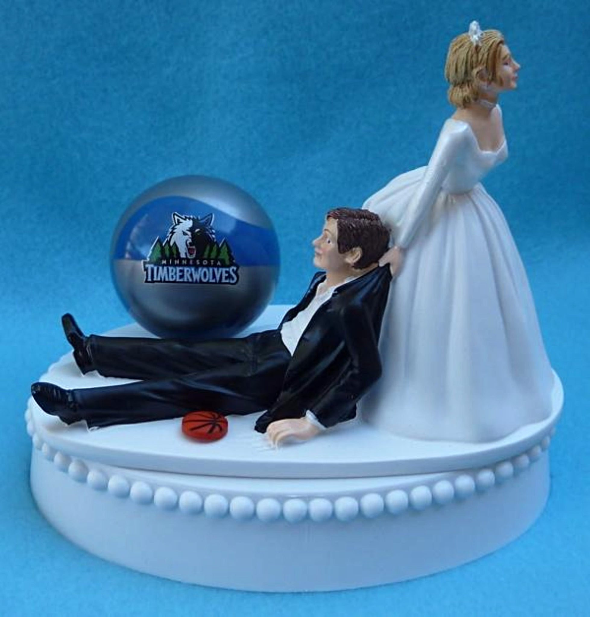 Minnesota Timberwolves wedding cake topper T-Wolves TWolves NBA basketball sports fans fun bride dragging groom humorous funny Fun Wedding Things