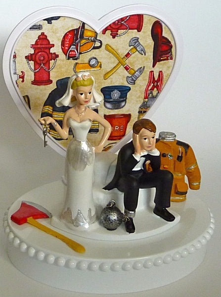 Funny wedding cake topper FunWeddingThings.com