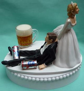 Beer wedding cake topper Pabst Blue Ribbon PBR beer drinker FunWeddingThings.com humorous bride groom funny