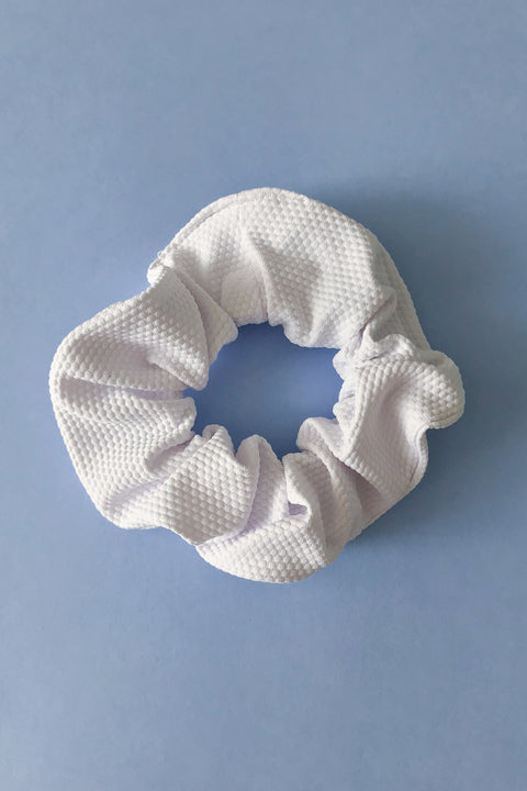 White Ivincia scrunchie in piqueé fabric